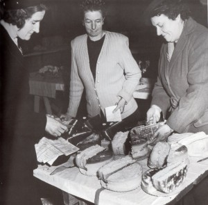 Judging Victoria sponges at Bream Creek 1948